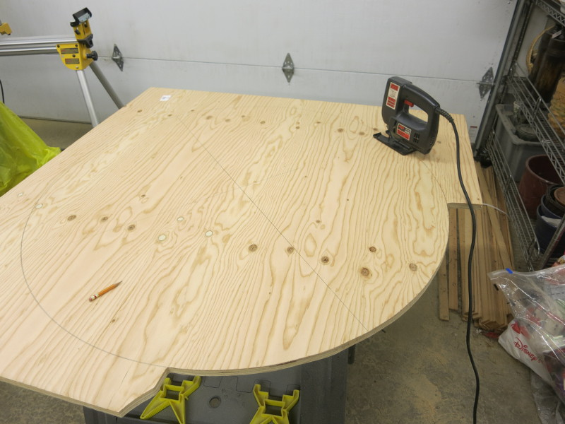 Cutting the circle with a jig saw