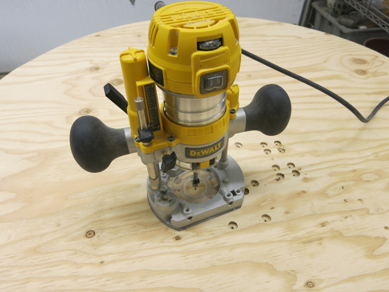 The bit fits fine in the plunge router stand