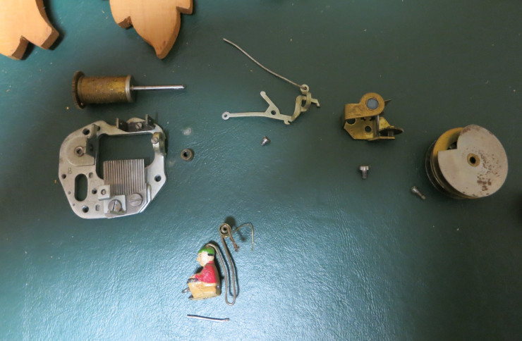 Exploded photo of the disassembled musical movement