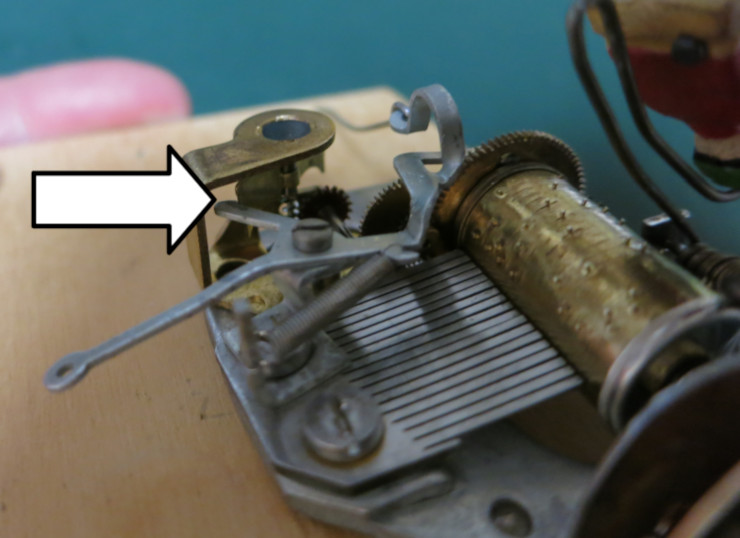 In the locked position, the hooked tip of the locking lever catches the edge of the fan